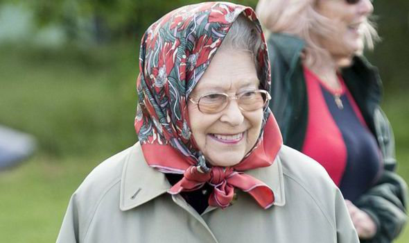 Queen Elizabeth II to celebrate 90th birthday with 7,000 at horse ...