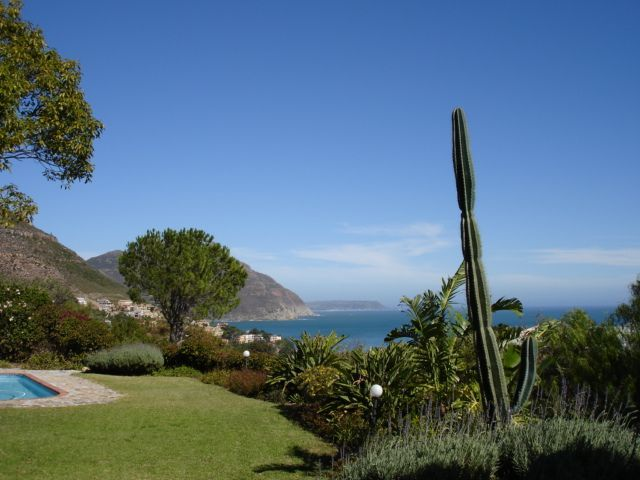 Villa Vista - Villa Vista is a spacious family villa with a swimming pool, beautiful garden and breathtaking sea views. It is close to the beach, shops and restaurants and can accommodate up to eight people.  This comfortable ... #weekendgetaways #houtbay #southafrica
