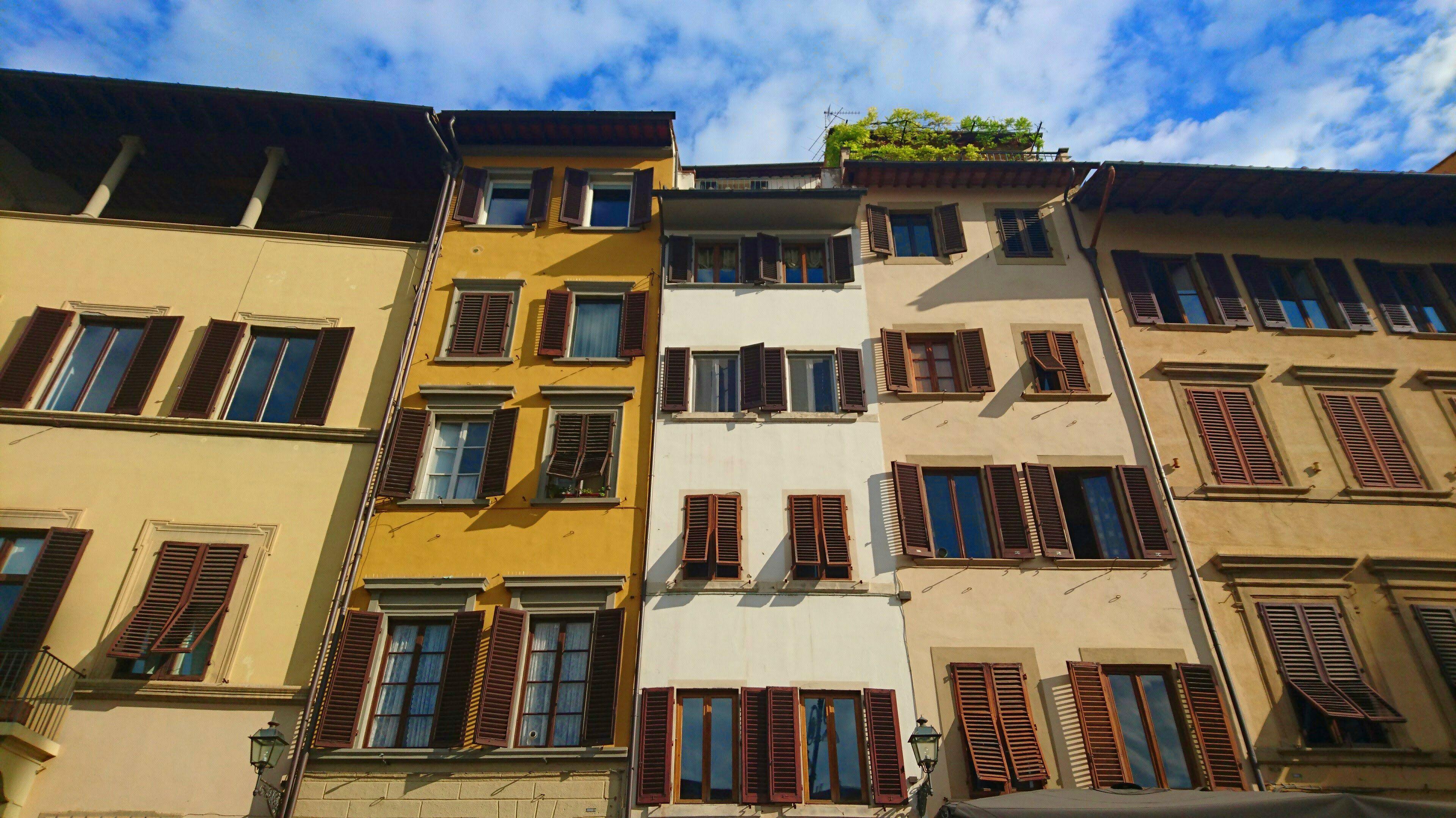 Piazza di Santa Croce, Florence Copyright @ TheDaydreamingTourist www.thedaydreamingtourist.com