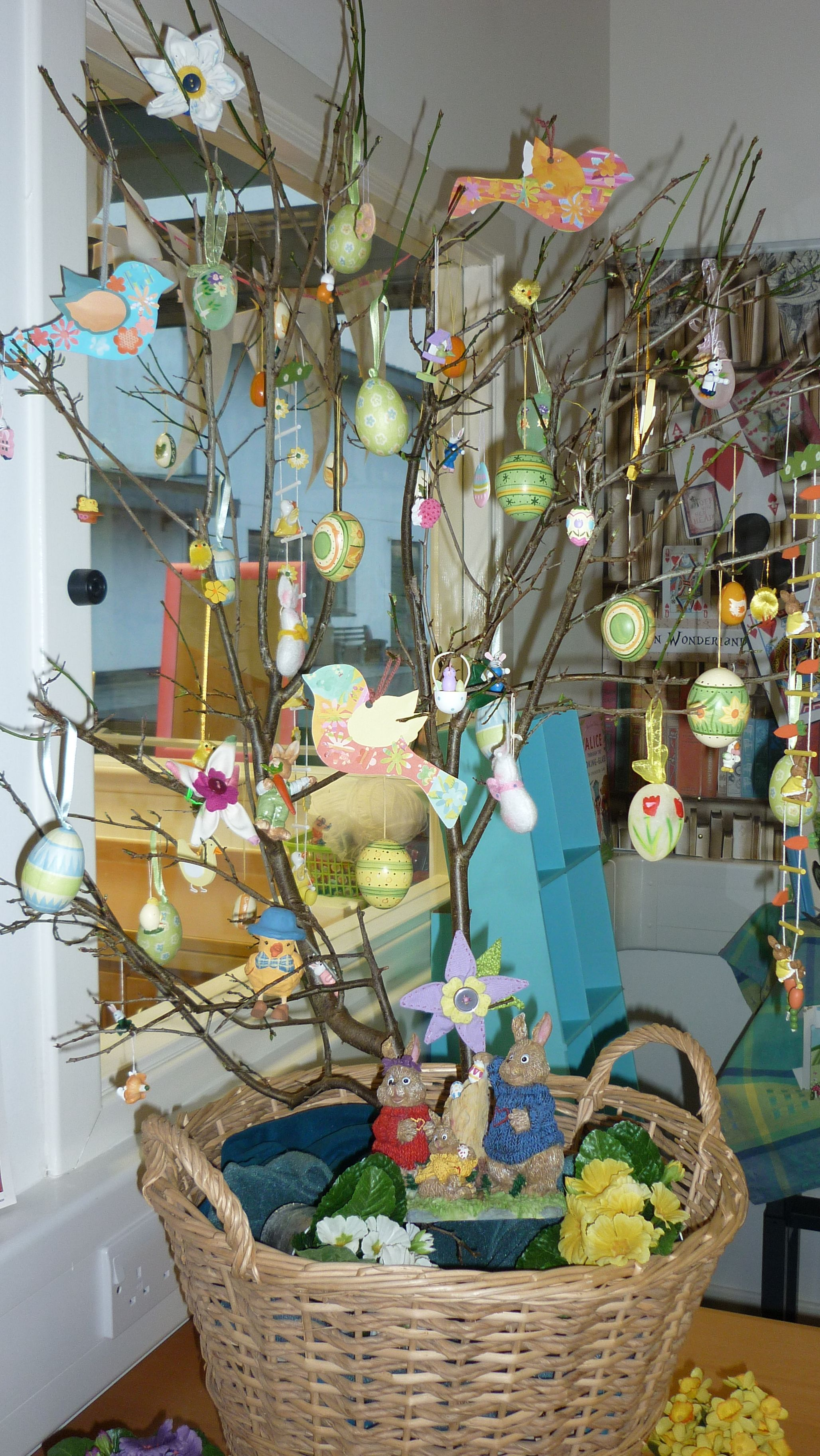 Library display - Easter Tree in the Learning Resource ...