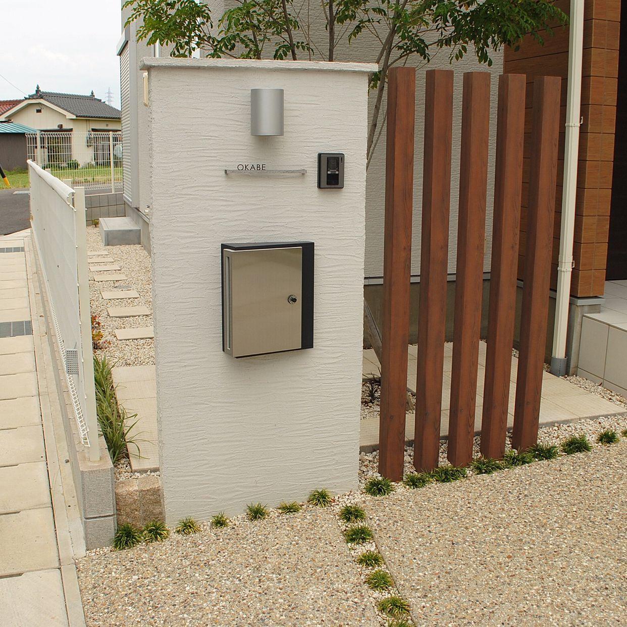 存在感のあるウッド門柱と壁掛けポスト 機能門柱 門柱 門柱 木