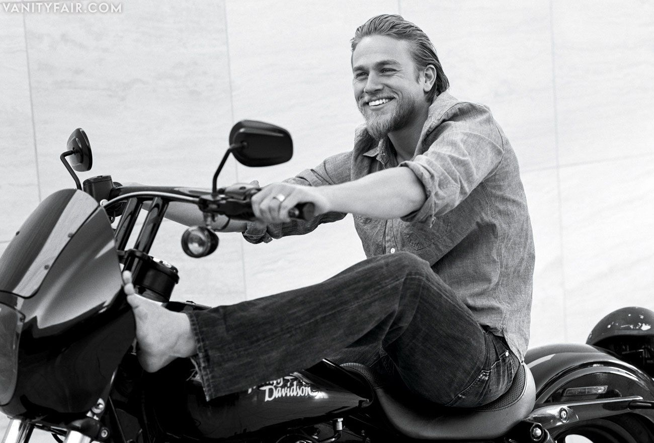 Charlie Hunnam. Bare feet. Holy swoon. | Eye Candy ...