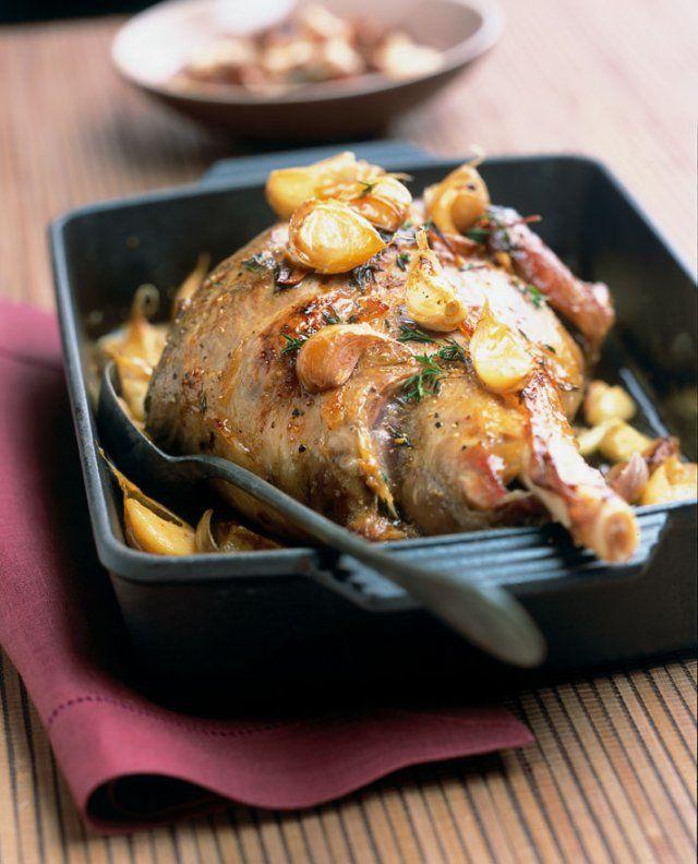 Gigot aux 40 gousses d 39 ail et haricots blancs recette - Sauce pour gigot d agneau au four ...