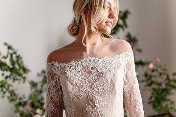 Karen Willis Holmes 'Azelea' wedding gown.  Follow us - @KWHBridal   Photography - Sophie Thompson . #karenwillisholmes #bridetobe #modernwedding #KWHAzelea