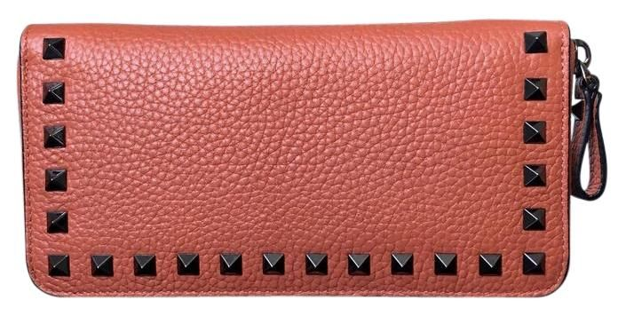 Valentino Rockstud Mandarin Sorbet NWT Convertible Wallet Clutch. Get the trendiest Clutch of the season! The Valentino Rockstud Mandarin Sorbet NWT Convertible Wallet Clutch is a top 10 member favorite on Tradesy. Save on yours before they are sold out!