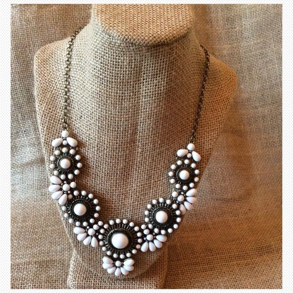 White & Antique Gold Statement Necklace NWOT. Purchased & Never Worn. This is a lightweight Statement Necklace from Lane Bryant. This is set in Antique Gold Setting. PRICE FIRM UNLESS BUNDLED❣ Lane Bryant Jewelry Necklaces