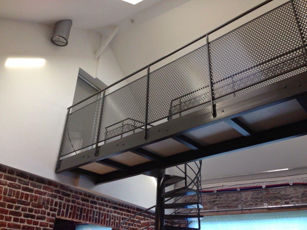 La grange qui deviendra Loft: La pose de l\'escalier en métal et ...