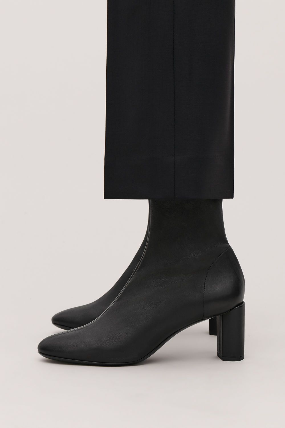 STRETCH-LEATHER ANKLE BOOTS | 신발