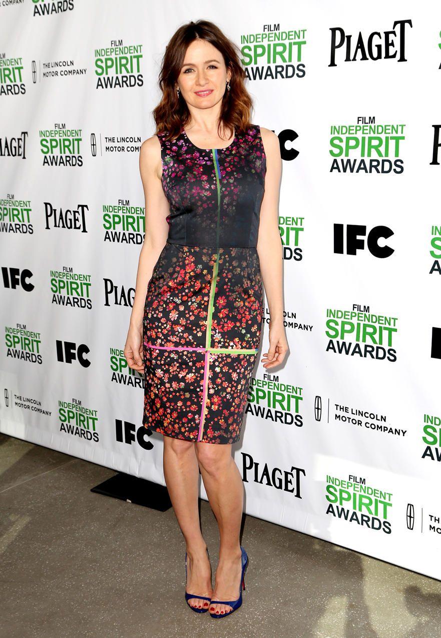 Emily Mortimer 2014 Film Independent Spirit Awards Brunch Emily Mortimer Dark Floral Dress Preening
