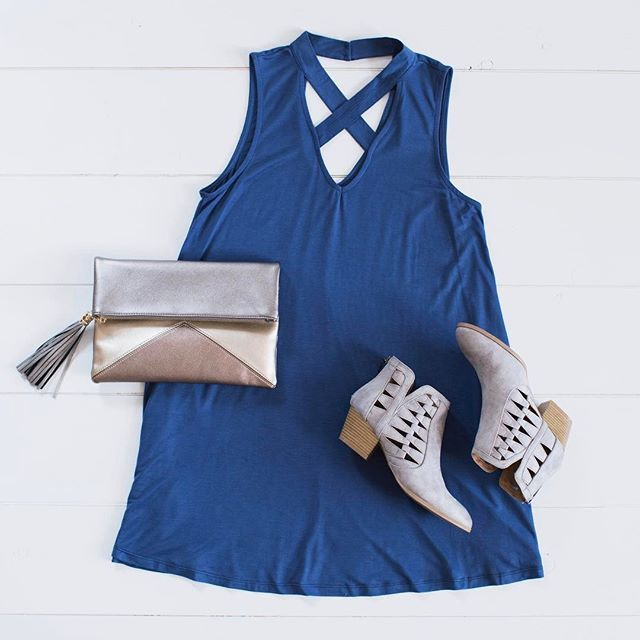 Ootd. Gorgeous cutout dress with clutch & booties.