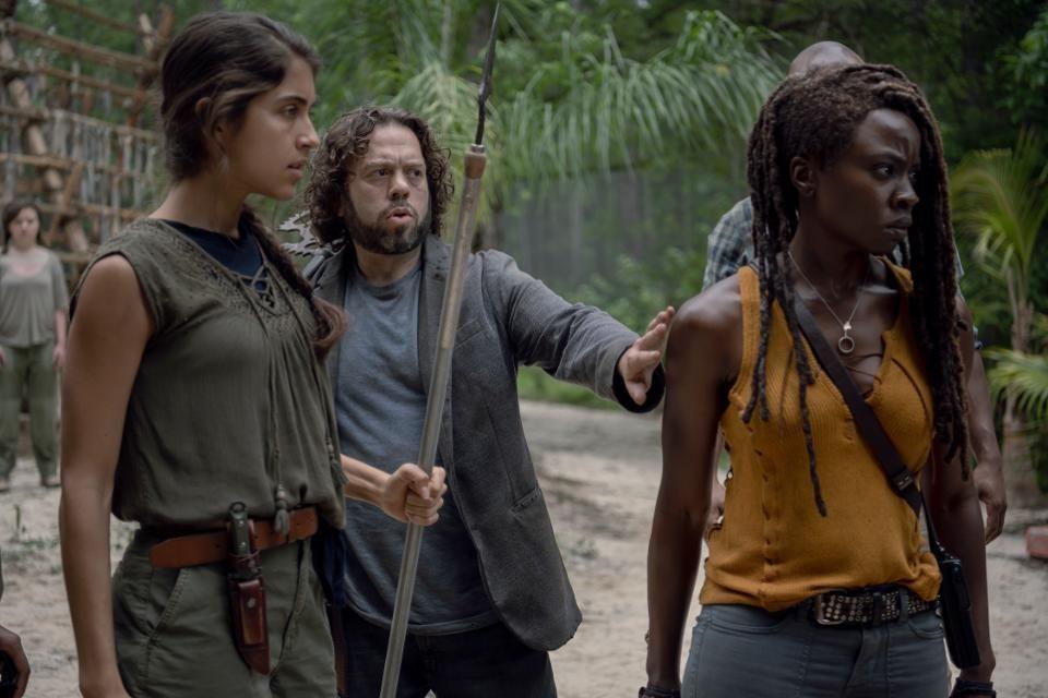 "Картинки по запросу ""The Walking Dead Spin-Off, World Beyond, Postponed Due To Coronavirus"""