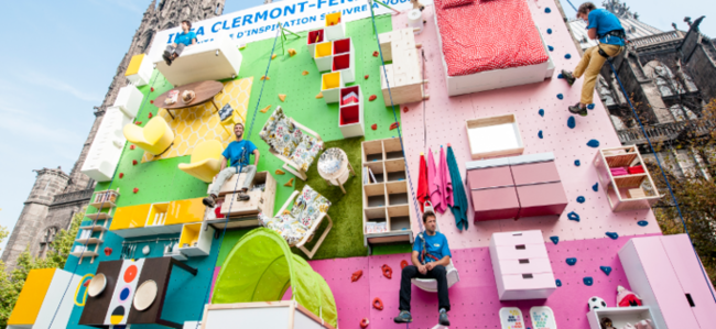 Un mur d 39 escalade avec des meubles ikea pour le lancement - Chambre du commerce clermont ferrand ...