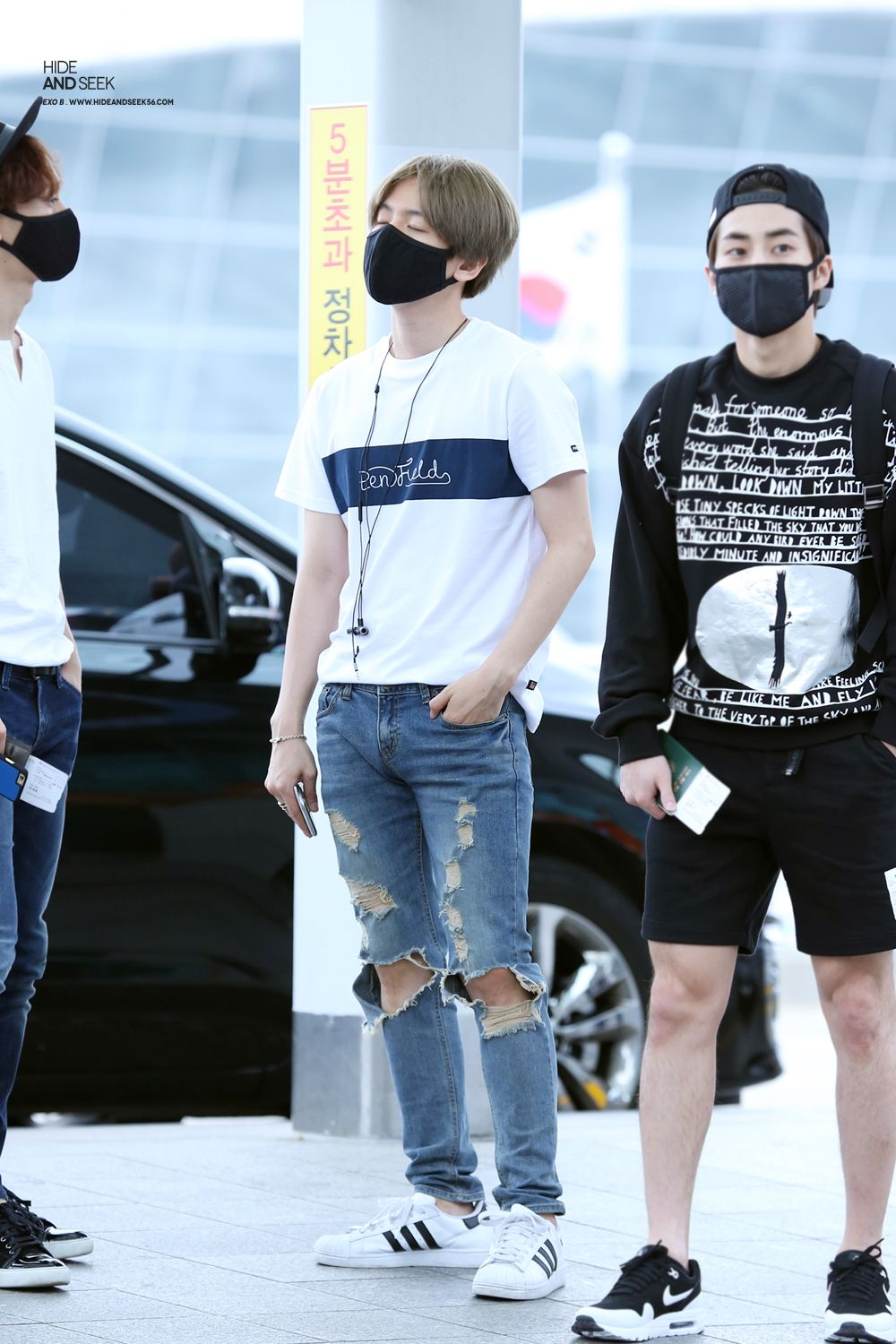 Exo Baekhyun N Xiumin Do They Shave Or Do They Not Grow Leg Hair Xd Exo Fashion Exo Airport Fashion Exo Baekhyun