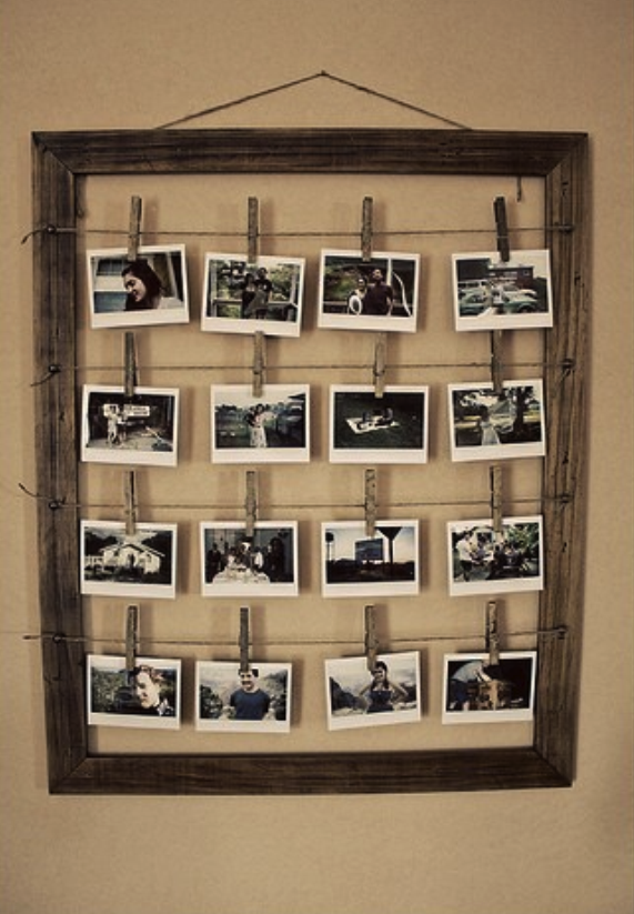 Diy Frame With Multiple Photos Hanging From Wire And Close Pins Hemma Diy Inredningstips Fotokollage