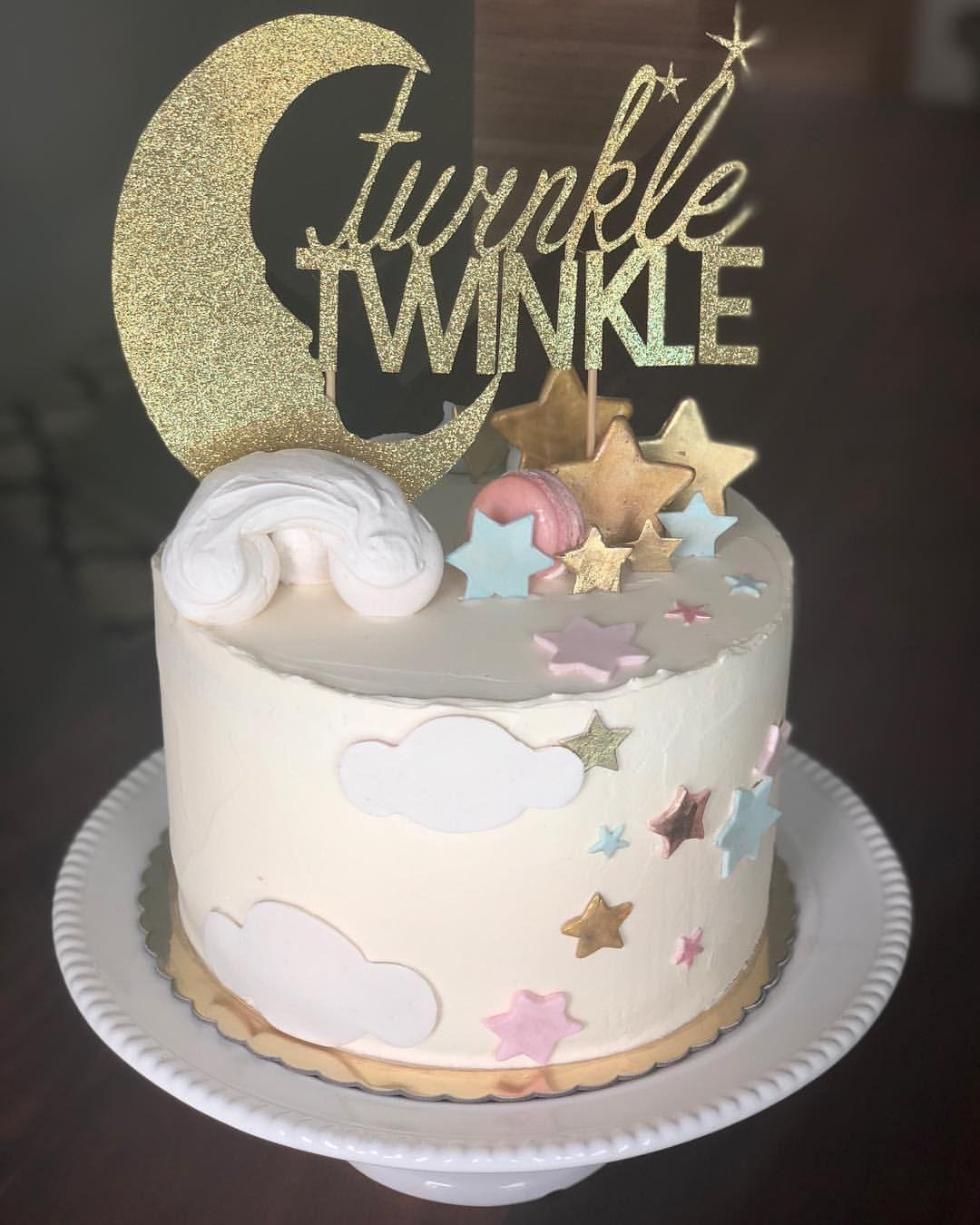 Twinkle Twinkle Little Star Gender Reveal Cake Made With Lots Of Love Vainilla Cake And Vai Baby Reveal Cakes Gender Reveal Cake Star Baby Shower Theme