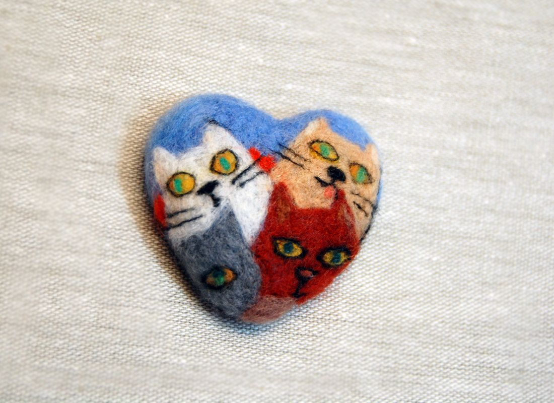 Needle felted heart cat brooch, Needle felted brooch
