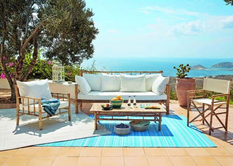 tapis d\'extérieur de couleur bleu ou beige pour agrémenter une ...