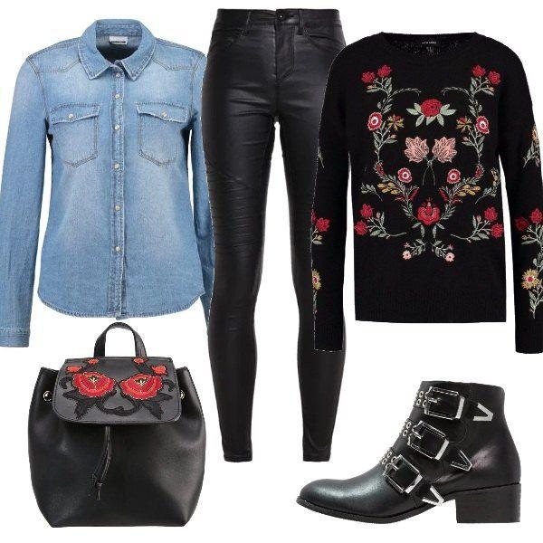 Pantalone in pelle attillato, camicia di jeans da indossare sotto il  maglione nero con fantasie