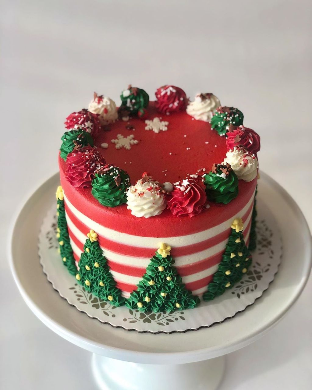 40 Wonderful Christmas Cake Decorating Ideas To Try Asap In 2020 Christmas Cake Designs Christmas Cake Decorations Christmas Cake