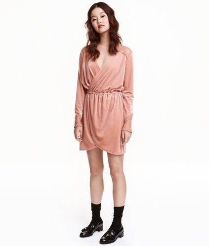 Altrosa. Kurzes Kleid aus weichem Velours mit feinem Glanz ...