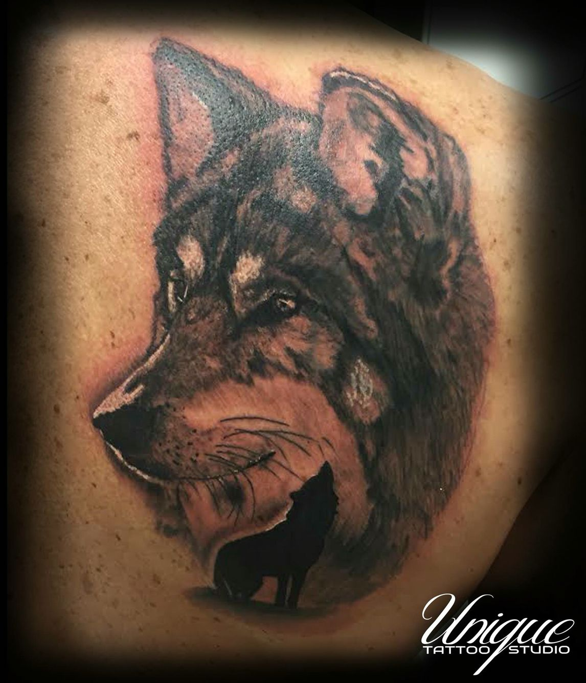 dadaad98672e3 Realistic Wolf tattoo Black and white | Wolves | Tattoos, Unique ...