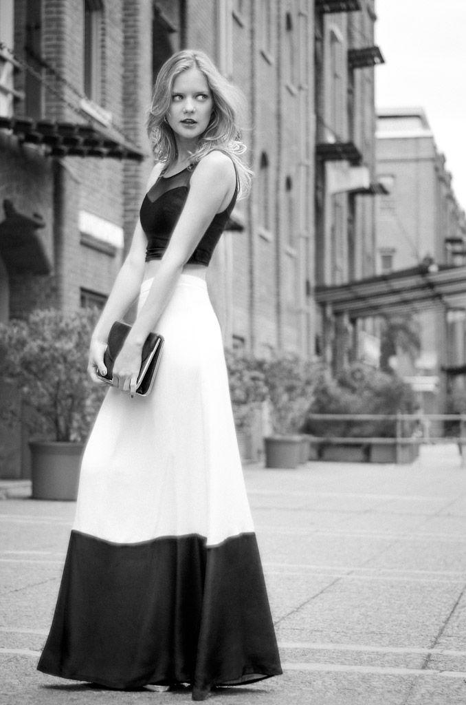 フリー画像素材 人物 女性 全身 モノクロ 外国人女性 Id 201311161900 Gatag フリー画像 写真素材集 4 0