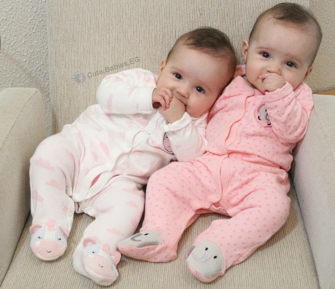 Wallpapers Bmc Twin Baby Girls Cute Baby Twins Cute Baby Pictures