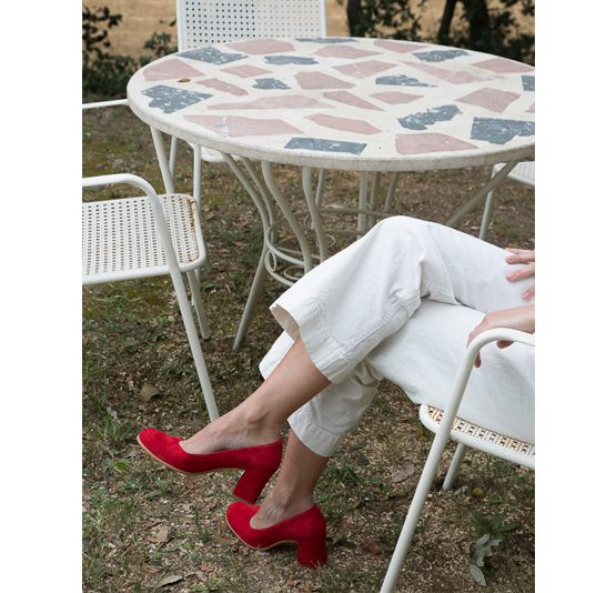Enea wearing Oliver Carmine pumps by About Arianne