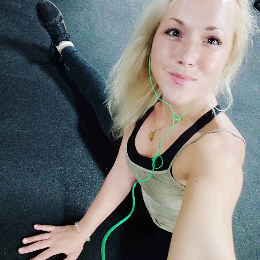 Fitness am Abend 😁😊🙏💪🐍🐍🐍🐍🐍#fitness #fitgirl #fitnessjunkie #dehnen #fitnessamabend#fitnessgirl#snake...