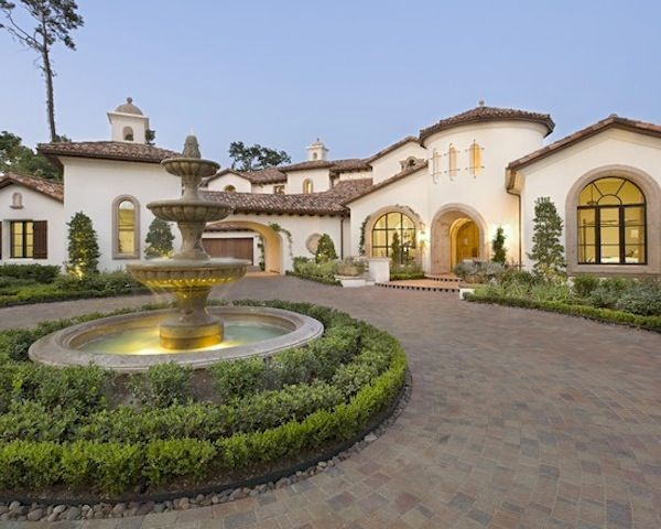 Curb appeal dream homes pinterest driveways for Courtyard driveway house plans