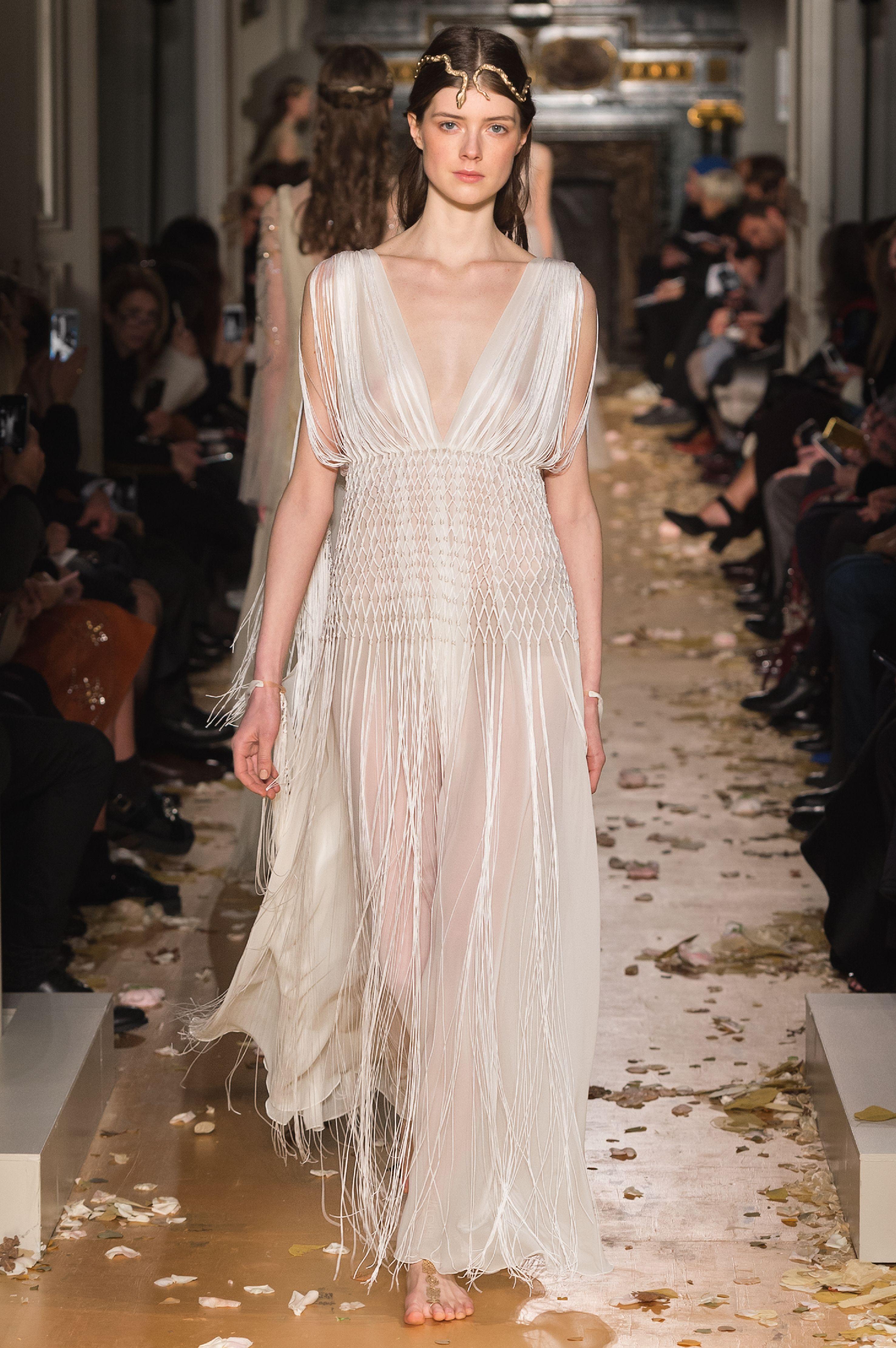Haute Couture Printemps-Été 2016   Valentino - Haute Couture Printemps-Été  2016   50 robes de mariée qui nous font rêver bd4eb695ea9