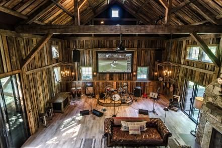 This Renovated Barn From Kelly Mittleman Is The Perfect