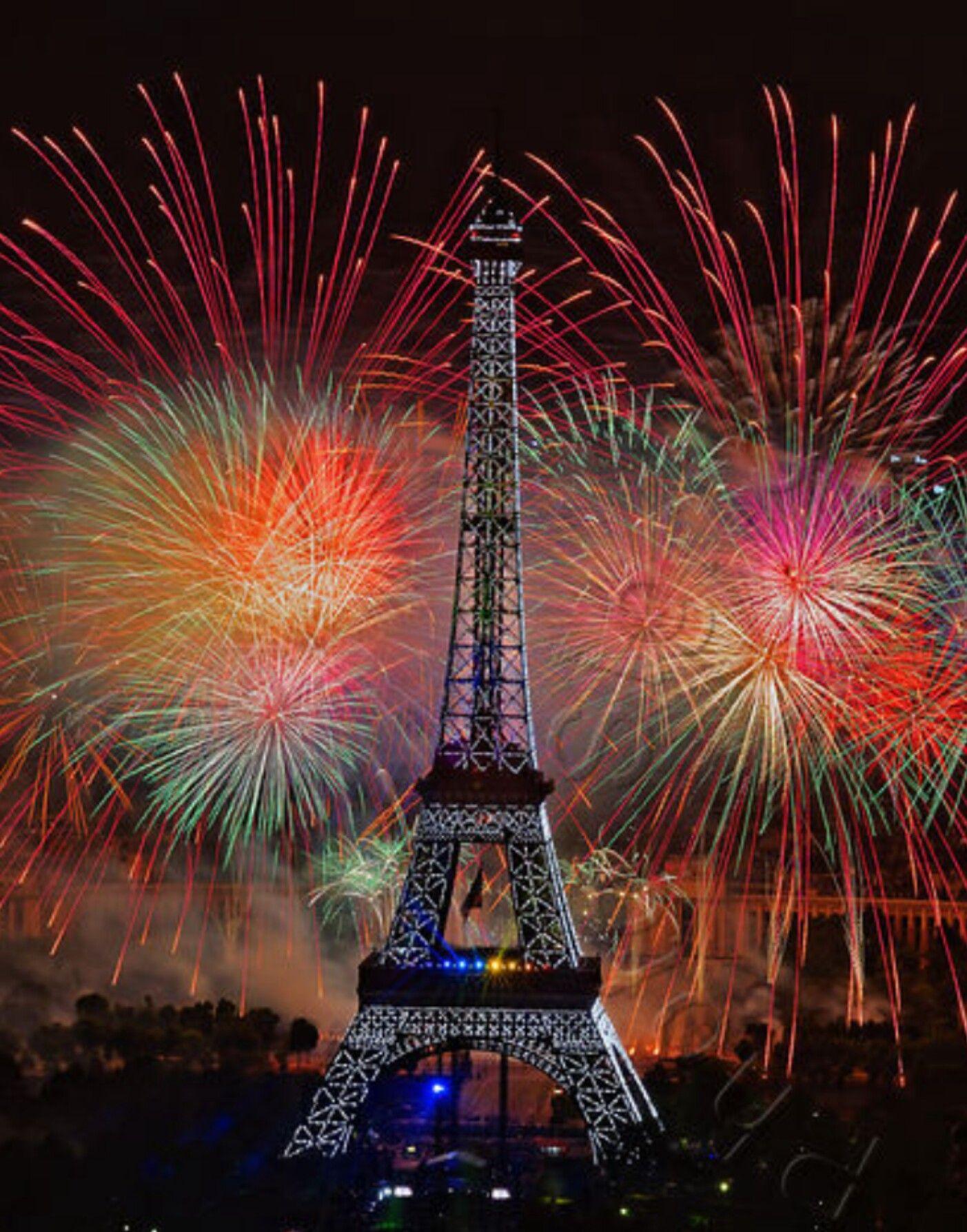La Tour Firework colors, Eiffel tower, Fireworks