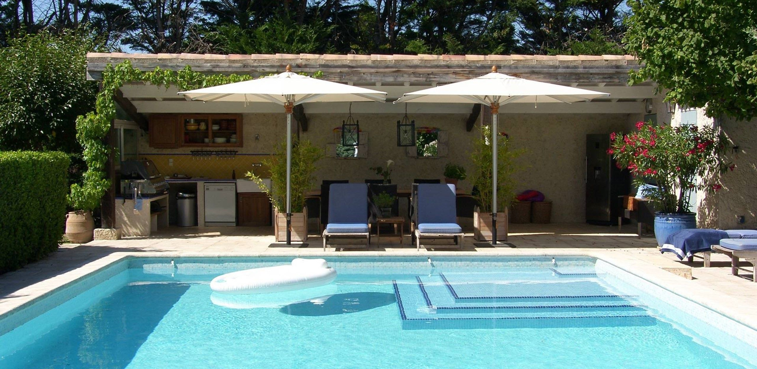 Cabannes noves provence villa rental pool house france small luxury hotels provence france - Photos pool house piscine ...