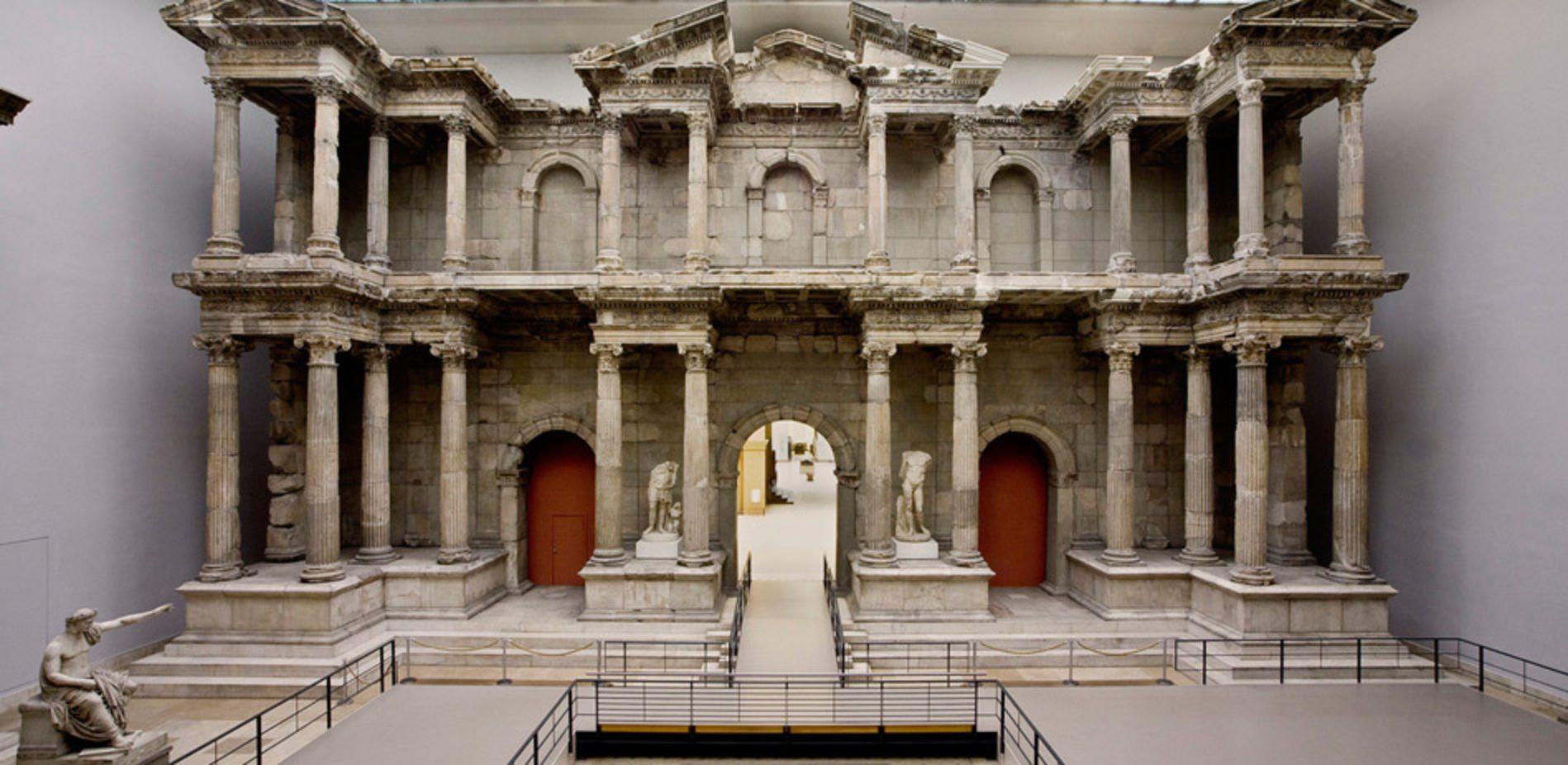 Blick Auf Das Rekonstruierte Markttor Von Milet Museum Insel Museumsinsel Berlin Museum