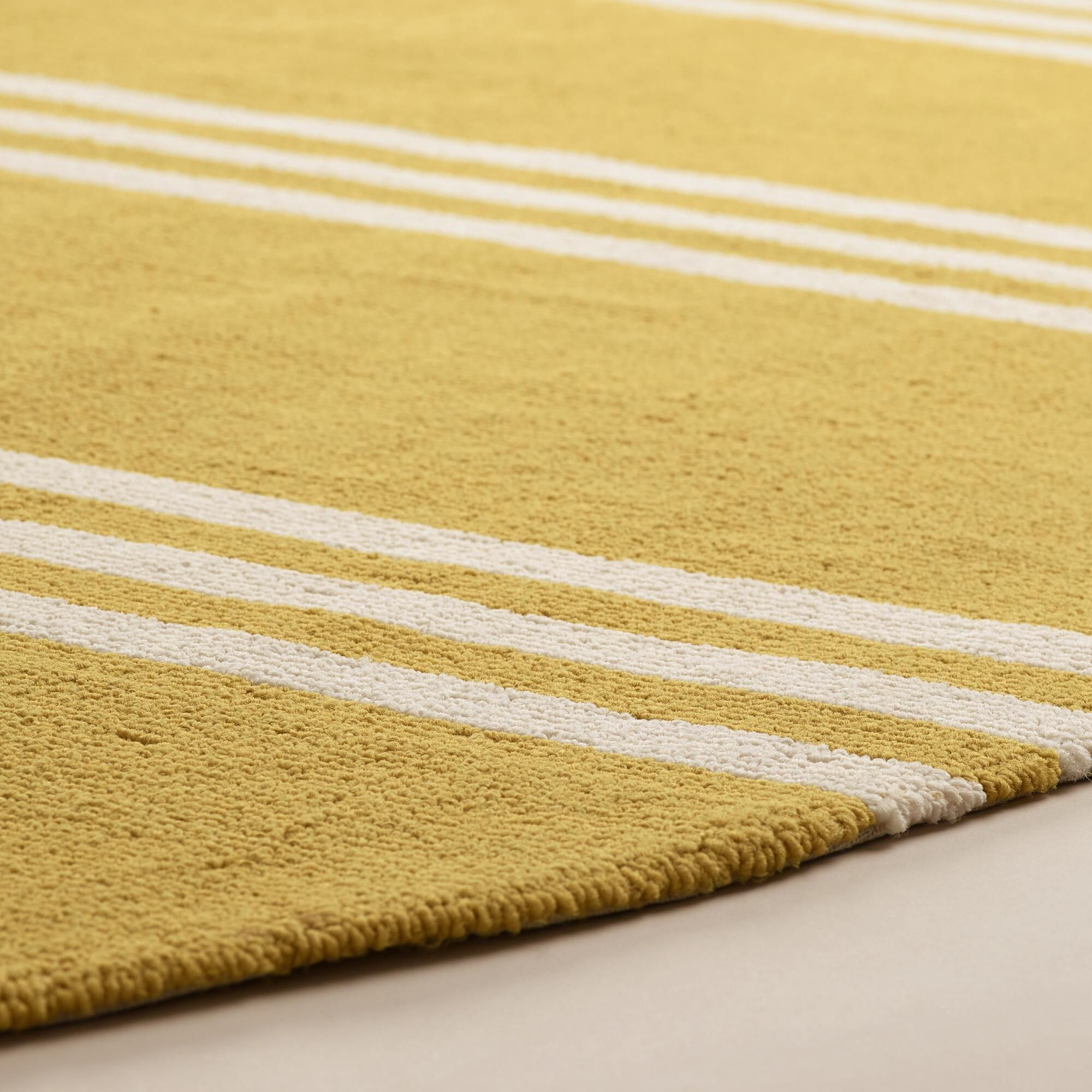 Hand hooked of antimicrobial yarn with a simple, sophisticated design in a refreshing yellow hue, our versatile area rug is resistant to stain and mildew, UV protected and easy to clean, making it a natural choice for high-traffic areas.