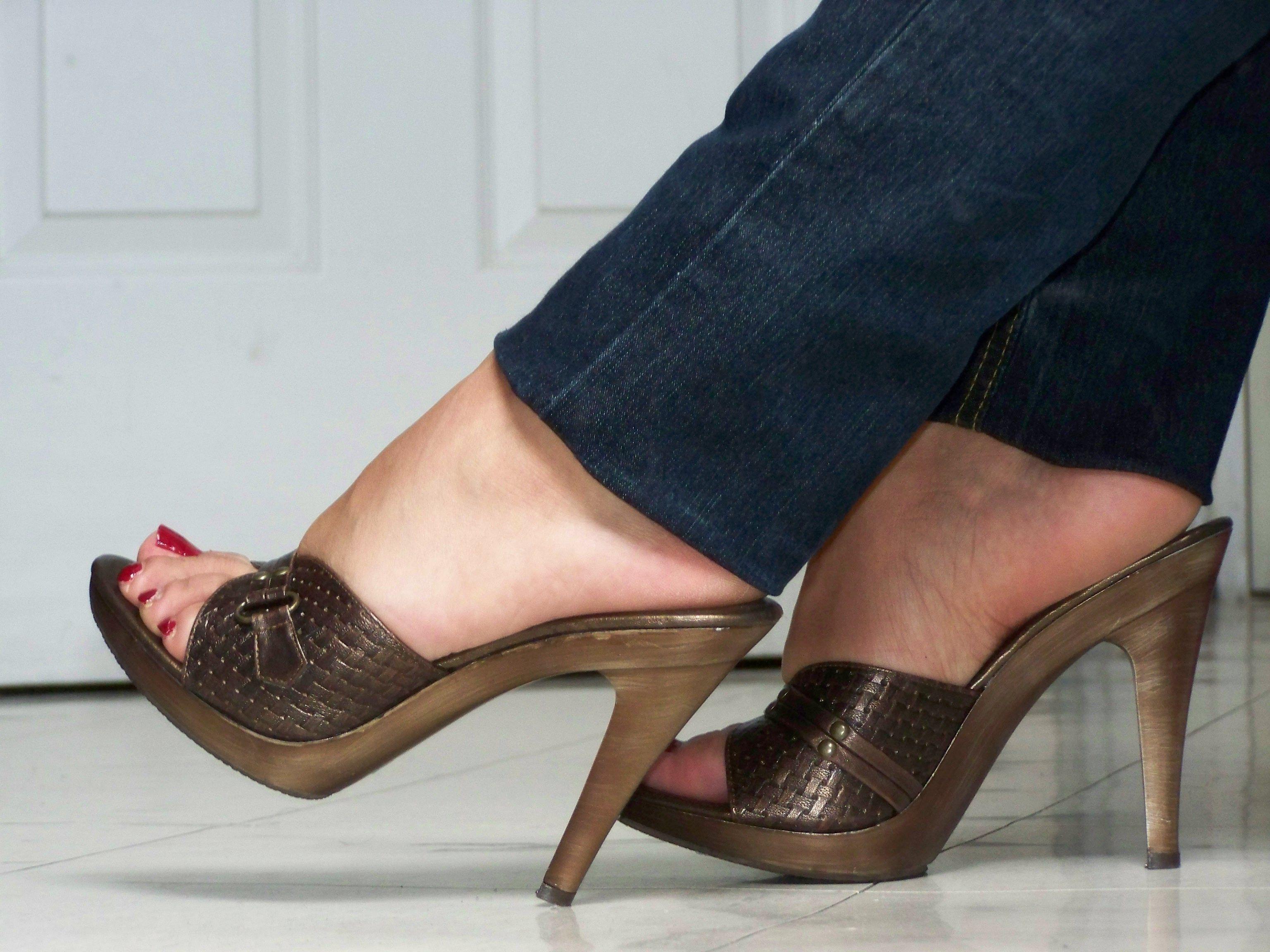 b0045aae0603 Pin od používateľa kokot na nástenke Shoes
