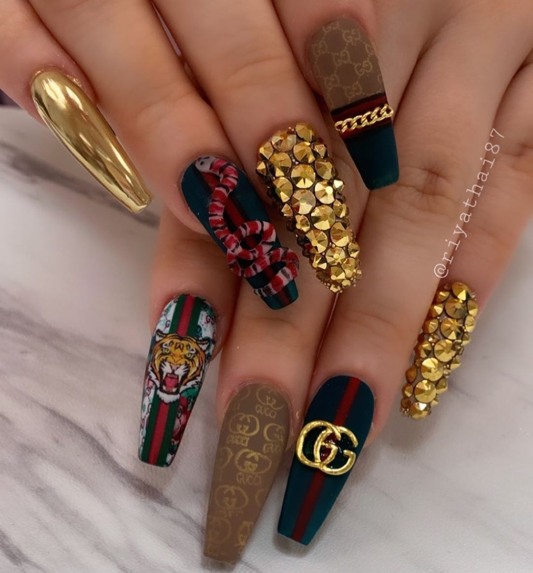 46 Pretty And Popular Chrome Nail Art Designs Gucci Nails Ideas Of Gucci Nails Guccinails Gucci Nails In 2020 Gucci Nails Cute Acrylic Nail Designs Luxury Nails