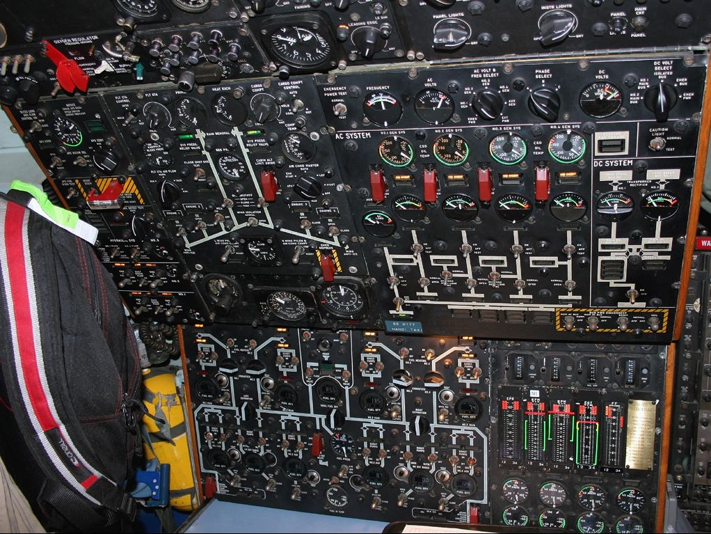 how to become a flight engineer uk