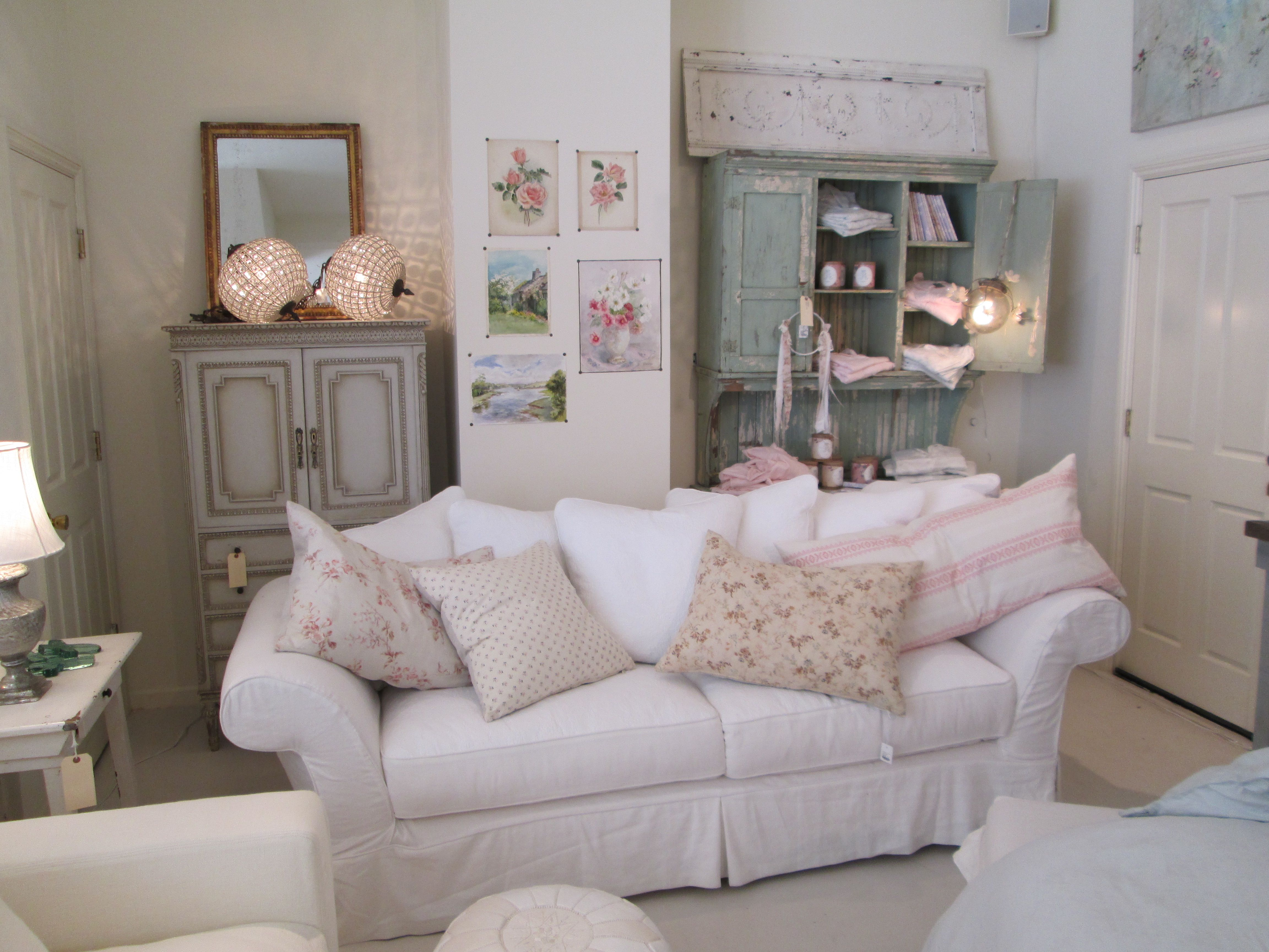 Rachel Ashwell Shabby Chic Couture Store   Floris Sofa In White Denim With  Vintage Accessories