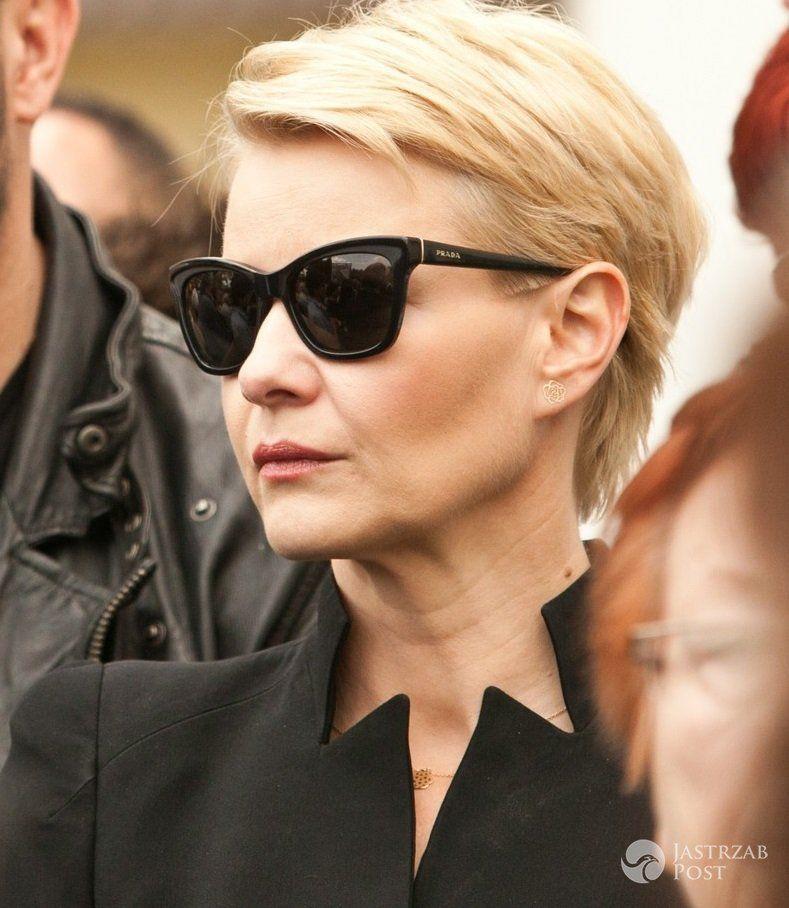 Malgorzata Kozuchowska Na Pogrzebie Haliny Skoczynskiej Short Hair Styles Short Hairstyles For Women Hair Styles