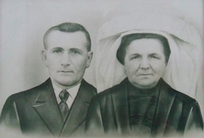 De ouders van mijn oma, Sjaan Raaijmakers uit Vinkel, staan op de tweede foto. Ons vader vertelde altijd dat ze uit Munnikens Vinkel kwamen. #NoordBrabant #DenBosch