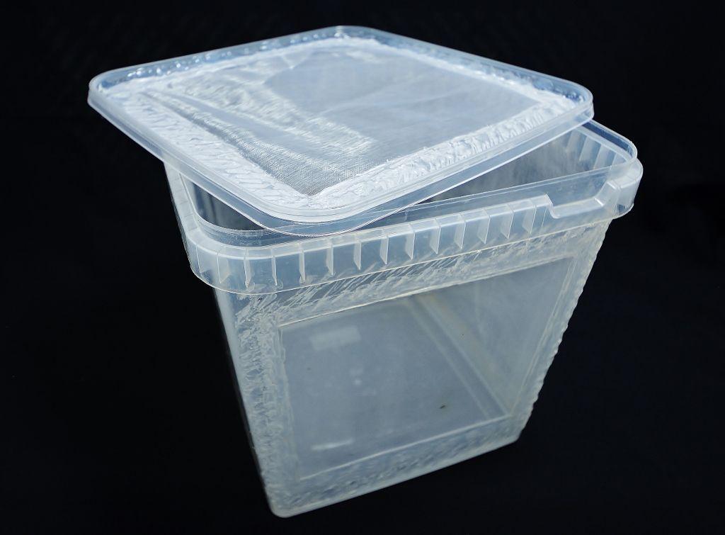 """Aufzuchtbox 5000ml - Die Aufzuchtboxen entsprechen den von uns in der Mantidenzucht eingesetzten Behältern. Alle Boxen sind auch unbearbeitet in der Produktkategorie """"Behälter & Dosen"""" erhältlich. Die Aufzuchtboxen bieten wir geschliffen und ungeschliffen an.Variante 1) Bei den... - http://mantidendealer.de/produkt/aufzuchtbox-5000ml/"""