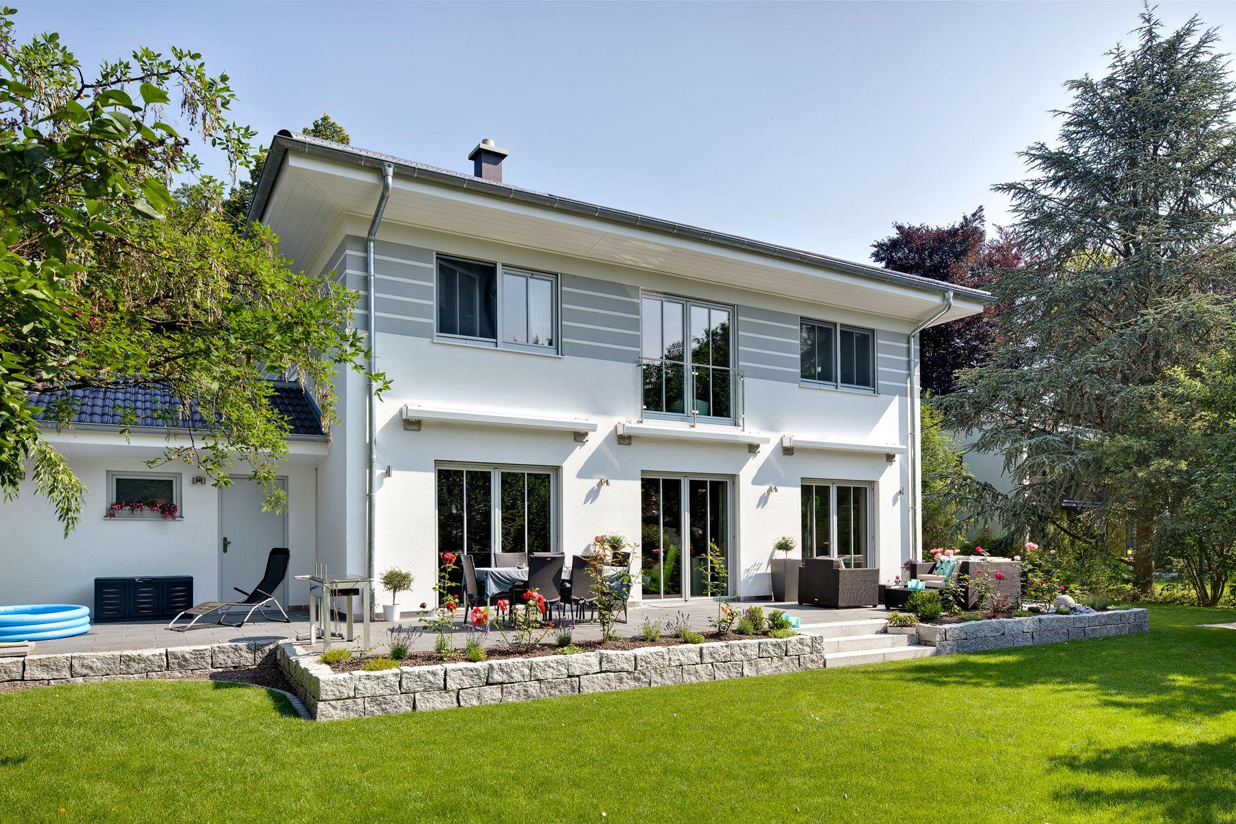 Haus mit garten  Fantastisches Haus mit Garten und Terrasse. | LUXHAUS ...