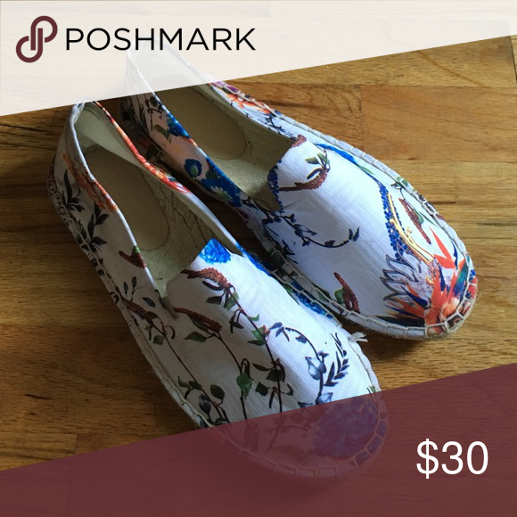 Floral & Chambray Espadrille Flats Cute and Colorful Floral & Chambray Espadrille that are perfect for this summer ☀️☺️ UK Size 6 (US Size 8) . These were only worn once and are still in perfect condition! Shoes Flats & Loafers