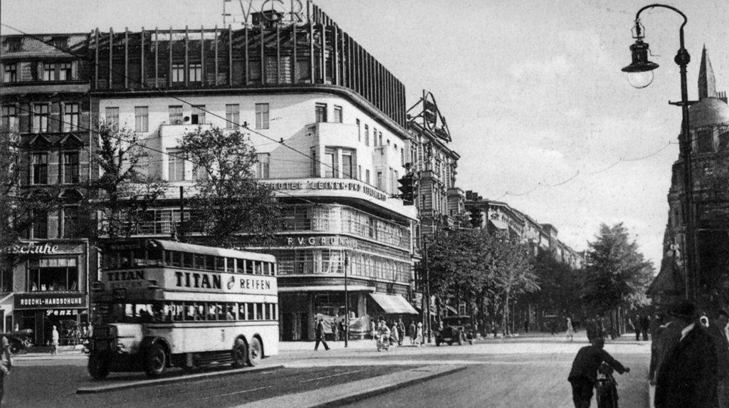 Kurfurstendamm 227 Ecke Joachimsthaler Strasse Leinenhaus F V Grunfeld 1932 Berlin Stadt Reisen Berlin