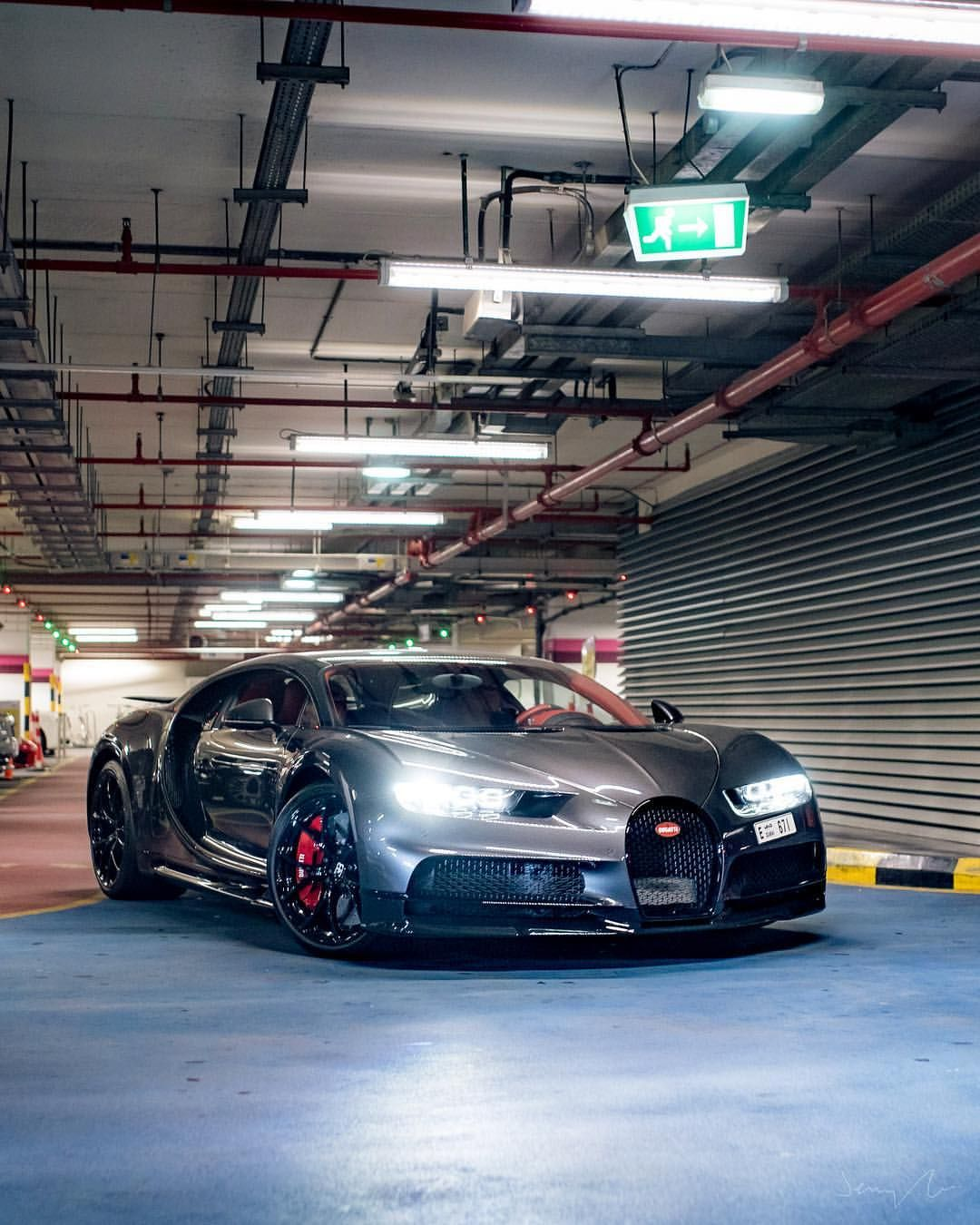 Parking Lot Finds In Dubai Bugatti Chiron Strongspec Ownerwasapricktho Bugatti Chiron Super Cars Abandoned Cars In Dubai