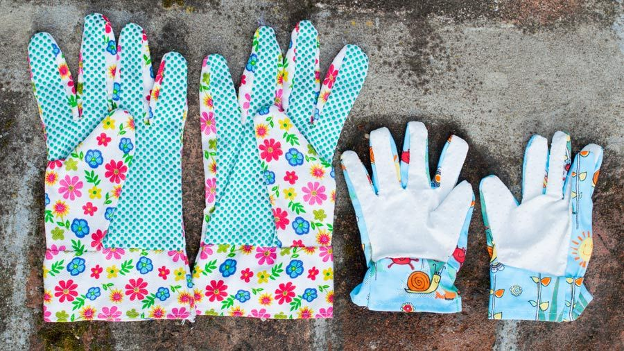 Keep the kids busy with these free crafty gardening ideas using recycled materials.