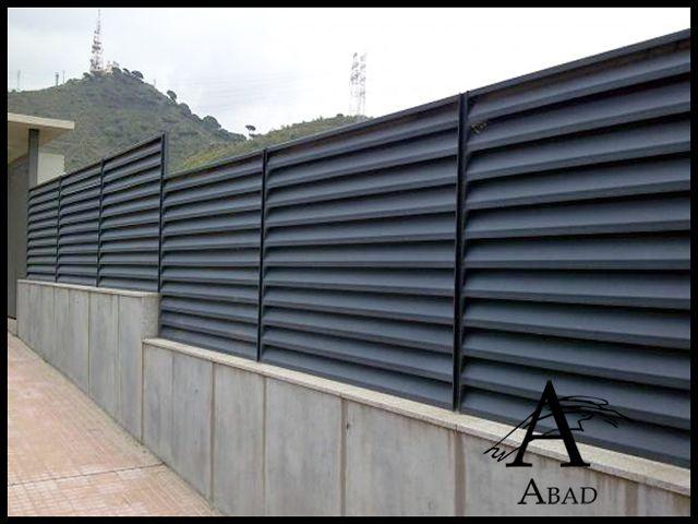 Las vallas met licas aportan a la vivienda una mayor seguridad y privacidad de hierro de forja - Valla metalica jardin ...