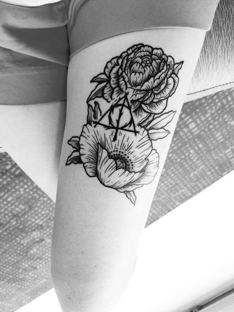 Thigh Tattoo Harry Potter Deathly Hallows Flowers Grayscale Geek Nerd Artist Austin Liebst Harry Potter Tattoos Thigh Tattoo Wizard Tattoo